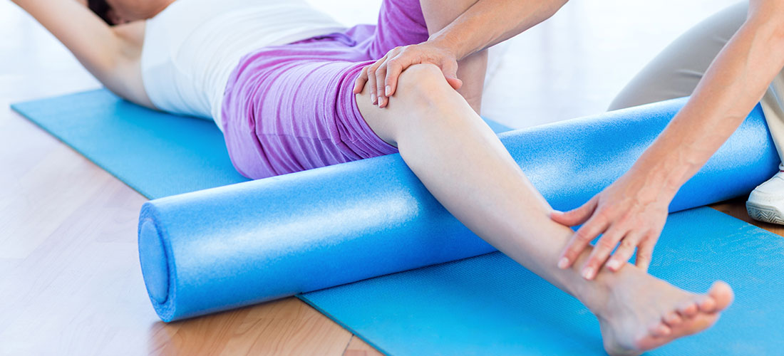 women with injured knee getting rehab